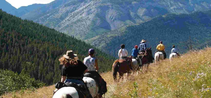 Pack trips in Canada for experienced horse riders